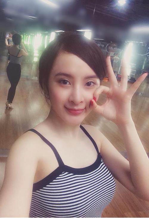 """Angela Phương Trinh tái xuất khoe 3 vòng """"bỏng mắt"""" ở phòng tập - 5"""