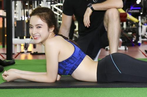 """Angela Phương Trinh tái xuất khoe 3 vòng """"bỏng mắt"""" ở phòng tập - 7"""