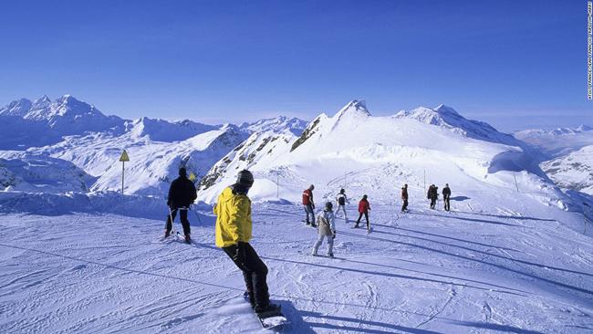 Pháp là một trong những nơi có địa hình trượt tuyết tuyệt vời nhất châu Âu, với các khu nghỉ mát liên kết trải dài trên dãy núi Alps và Pyrenees. Trong đó, Val d ' Isere là một trong những khu vực đẹp và hoàn hảo nhất.