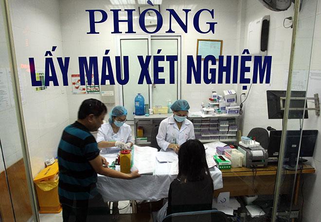 Bệnh viện quá tải, bác sĩ quay cuồng vì dịch sốt xuất huyết - 5