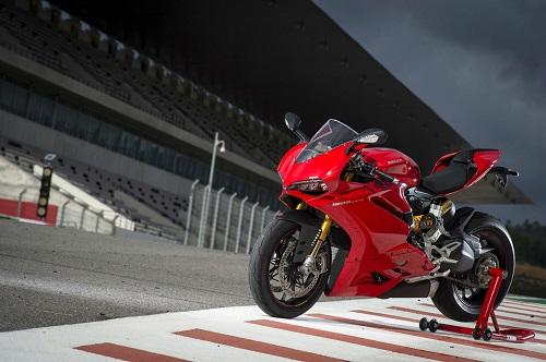 Những chiếc superbike mang động cơ 4 xi-lanh khủng nhất - 3