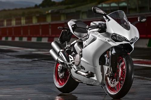 Những chiếc superbike mang động cơ 4 xi-lanh khủng nhất - 9