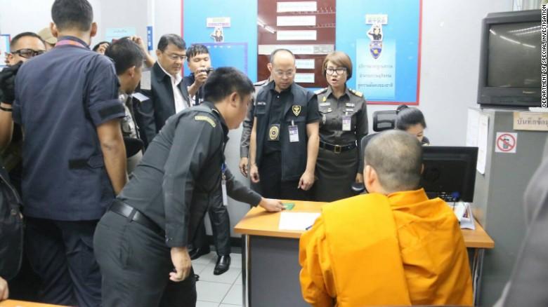 Nhà sư ăn chơi bậc nhất Thái Lan nói chỉ làm điều tốt đẹp - 2