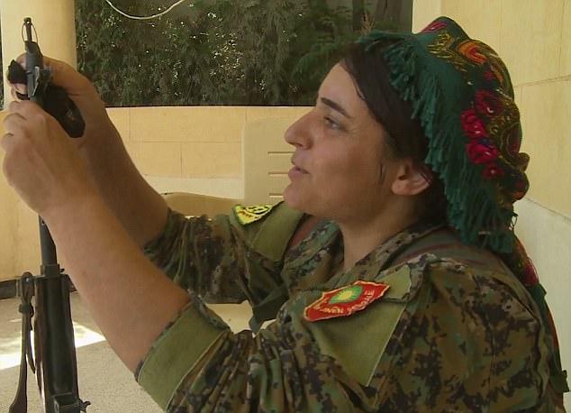 Nữ nô lệ tình dục cầm súng thề trả thù khủng bố IS - 3