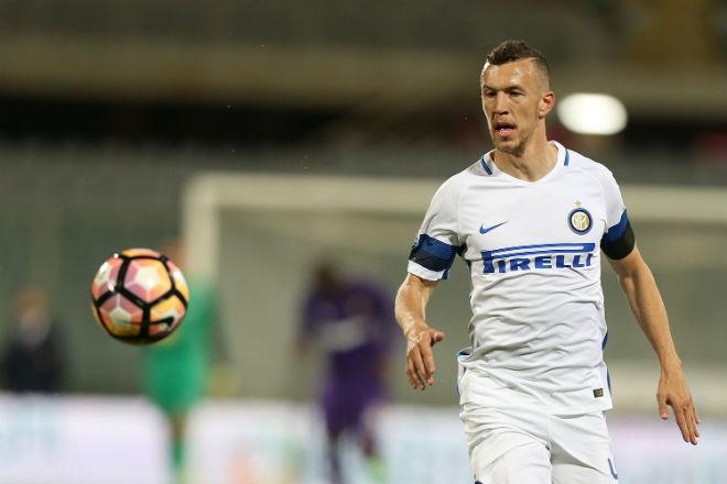 """Inter Milan - Schalke: Perisic """"tắt điện"""", vừa đá vừa ngóng MU - 1"""