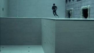 Rùng mình thả người chìm xuống bể bơi sâu nhất thế giới