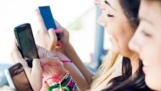 Lý do giới trẻ ngày càng nghiện điện thoại thông minh