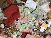 Thế giới - Tiền bạc rải khắp nơi ở của nhà sư nổi tiếng Thái Lan