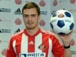 Cuộc sống trong tù khó tin của cựu ngôi sao bóng đá Anh