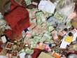 Tiền bạc rải khắp nơi ở của nhà sư nổi tiếng Thái Lan