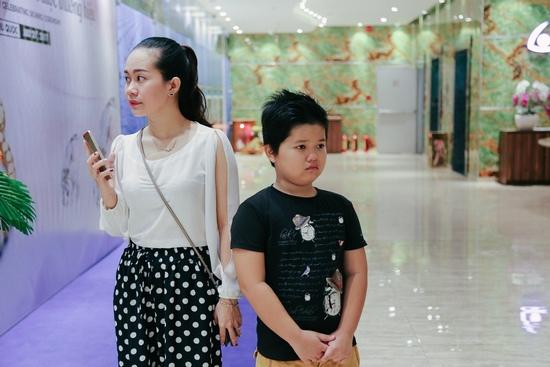 Fan nhí khóc nức nở vì không được chụp ảnh cùng Sơn Tùng - 8