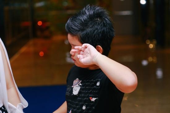 Fan nhí khóc nức nở vì không được chụp ảnh cùng Sơn Tùng - 7