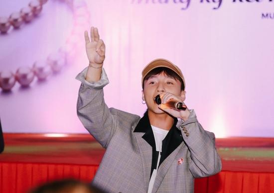 Fan nhí khóc nức nở vì không được chụp ảnh cùng Sơn Tùng - 12