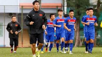 """U23 Việt Nam đấu """"hổ châu Á"""": Công Phượng, Văn Toàn đấu vật"""