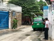 """An ninh Xã hội - Tài xế ô tô rút """"hàng nóng"""" dọa bắn người lái taxi"""