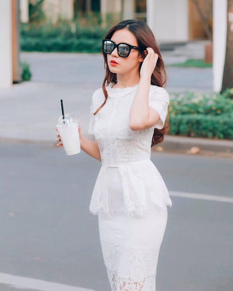 """Angela Phương Trinh """"quên"""" nội y vẫn mặc đẹp thua Kỳ Duyên - 10"""