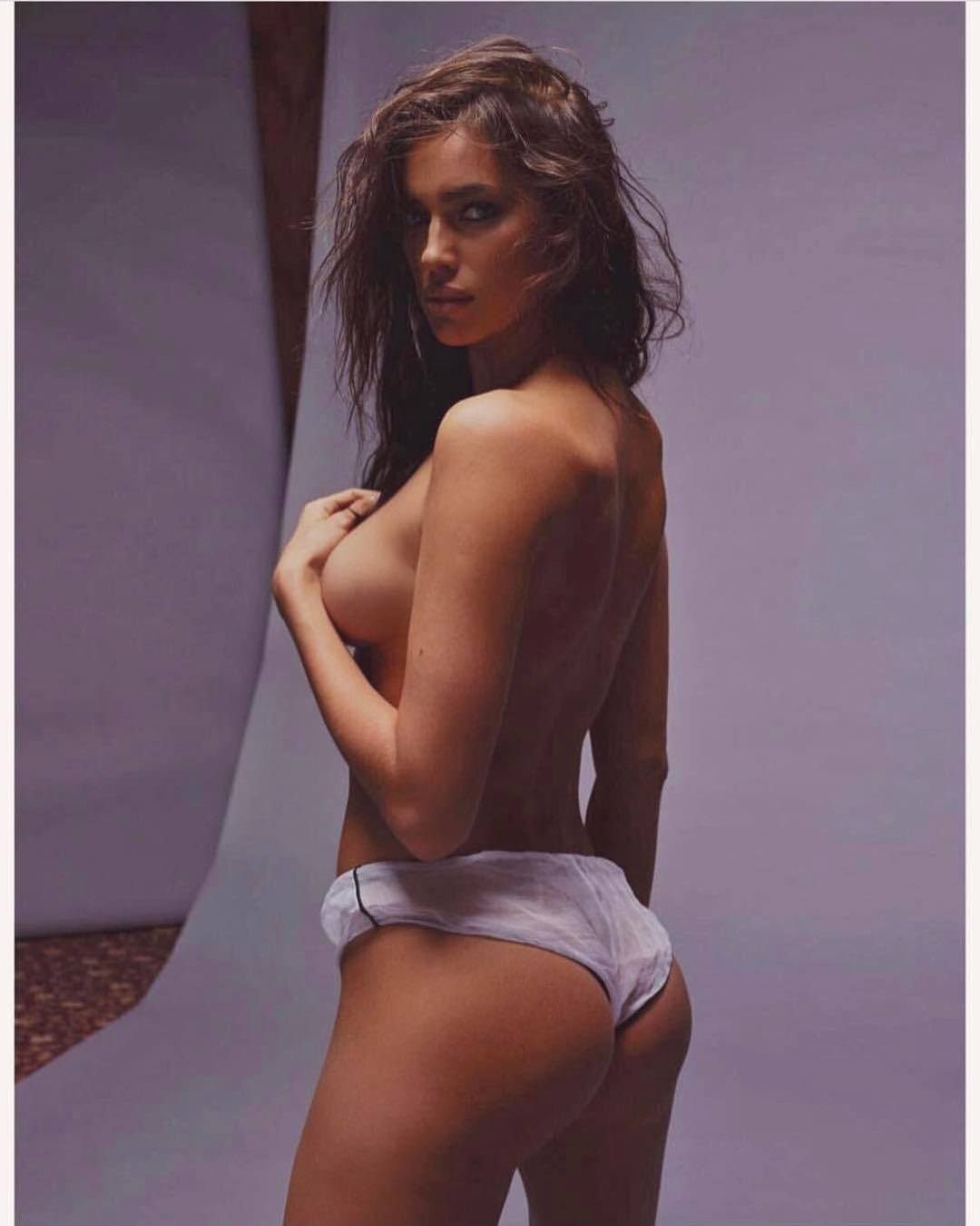 Ảnh bán nude mới của Irina Shayk liệu có làm CR7 tiếc đứt ruột? - 8