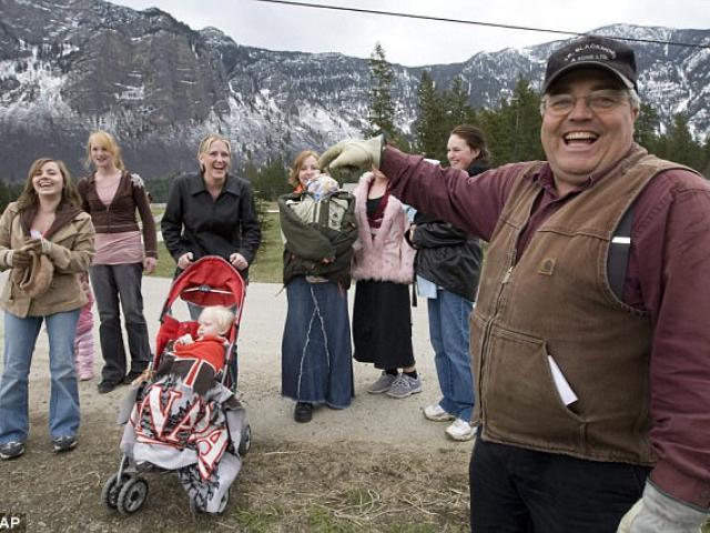 Người có số vợ bằng 2 đội bóng, sinh 145 con ở Canada