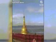 """Lũ lớn """"nuốt chửng"""" chùa vàng ở Myanmar"""