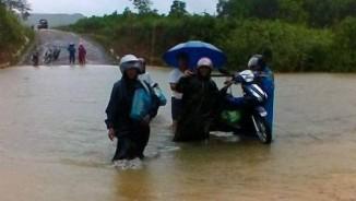 CẬP NHẬT: Bão số 4 đã đổ bộ đất liền, Quảng Bình - Quảng Trị đang mưa lớn