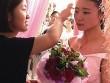 Chú rể vắng mặt trong đám cưới, cô dâu làm điều bất ngờ