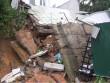 Sập nhà trong mưa, cụ ông bị vùi trong đống đổ nát