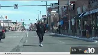 Video: Cảnh sát Mỹ nã 69 phát đạn vào nghi phạm chống trả