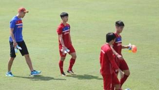 """Công Phượng xé lưới U23 Hàn Quốc, """"né"""" fan nữ cuồng nhiệt"""