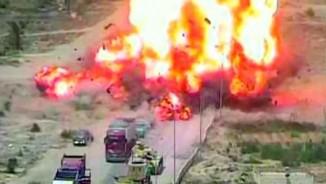 Ai Cập: Xe tăng nghiền nát xe bom, cứu sống 50 người