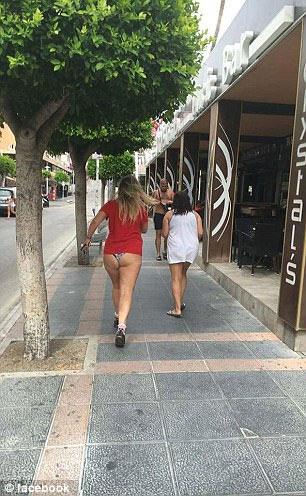 """Tranh cãi khi chị em diện đồ lót, """"mặc như không"""" ra phố - 6"""
