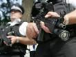 Mỹ: Đang yên lành ở nhà, tự dưng bị cảnh sát đến bắn chết