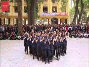"""Bạn trẻ - Cuộc sống - Clip: Học sinh Hà thành nhảy dân vũ cực chất """"gây bão"""""""