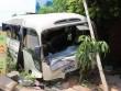 Xe khách chở hơn 20 công nhân bị xe tải tông nát bét trên quốc lộ