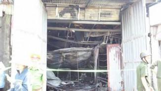 """Cháy xưởng bánh kẹo 8 người chết: """"7 người nằm co quắp trong nhà vệ sinh"""""""