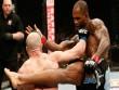"""UFC: 40 giây, """"loạn xạ quyền"""" và kết thúc ngã ngửa"""