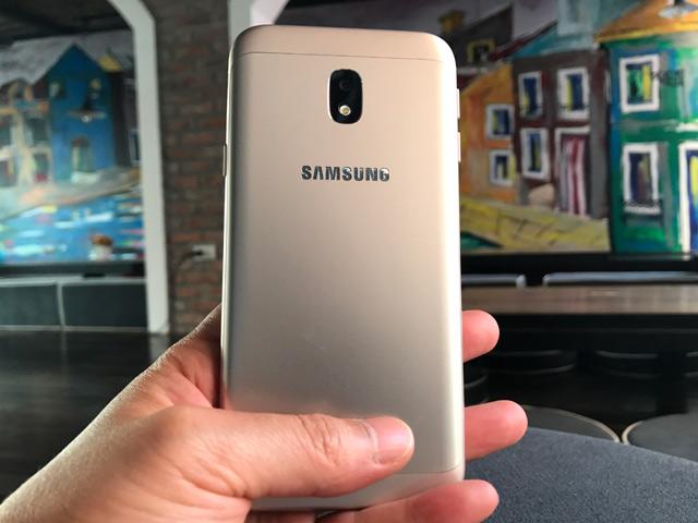 Trên tay Galaxy J3 Pro 2017 thiết kế đẹp, giá bất ngờ