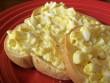Bữa sáng nhanh-gọn-lẹ với bánh mì bơ trứng ngon tuyệt