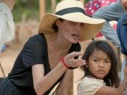 """Phim  """" dùng tiền dụ trẻ em """"  của Angelina Jolie tung video đầu tiên"""