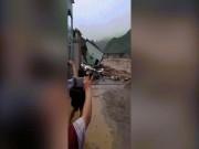 Tin tức trong ngày - Clip: Lũ quét lớn nhất 70 năm qua, cuốn phăng nhiều nhà cao tầng ở Sơn La