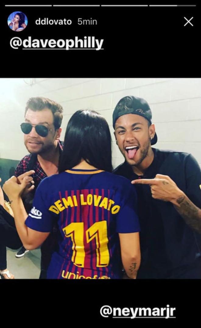 Neymar 6000 tỷ đồng: Mua 300 nghìn IPhone 7s, thuê Ronaldo 40 ngày - 7