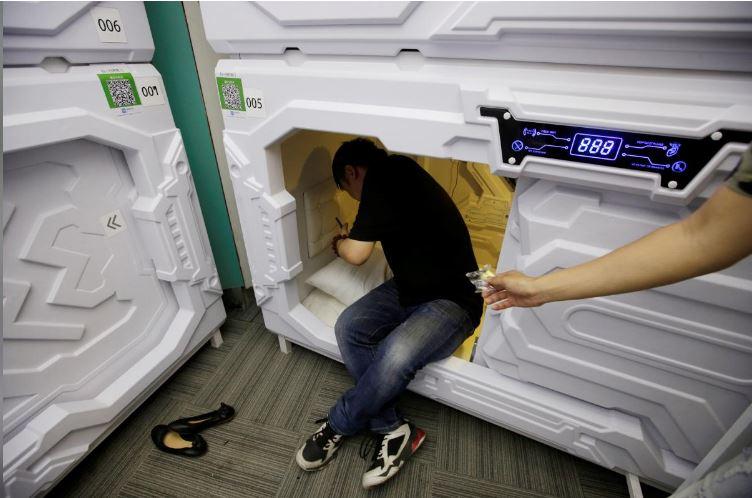 """Có gì trong """"khách sạn tổ kén"""" cho dân văn phòng ngủ trưa ở Trung Quốc? - 1"""