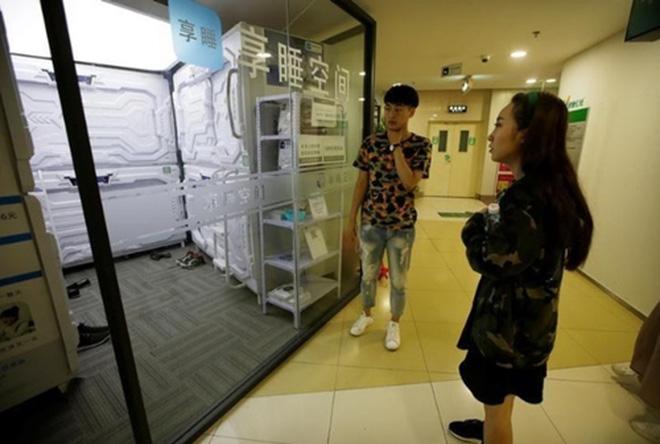 """Có gì trong """"khách sạn tổ kén"""" cho dân văn phòng ngủ trưa ở Trung Quốc? - 13"""