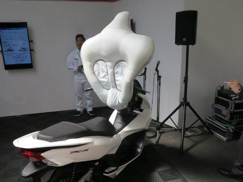 Túi khí xe ga Honda nâng độ an toàn đột phá cho lái xe - 1
