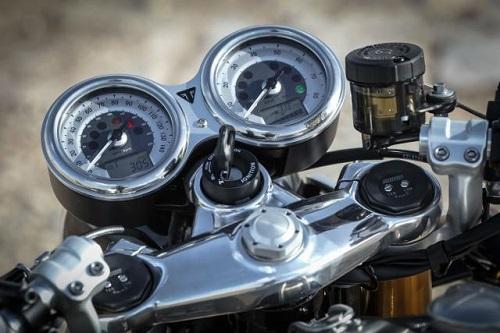 """So sánh Triumph Thruxton R với """"tân binh"""" R nineT Racer S của BMW - 4"""
