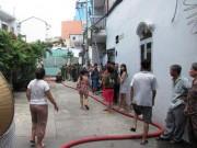Tin tức trong ngày - Cô gái trẻ nhảy lầu, thoát khỏi đám cháy ở Sài Gòn