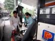 Xăng tăng giá trong ngày mưa gió