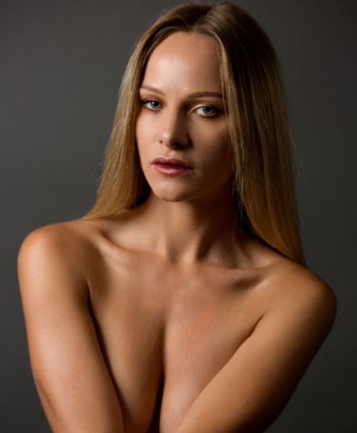 Người mẫu xinh đẹp mà xấu nết, suýt bóc lịch vì chăm... cầm nhầm - 11