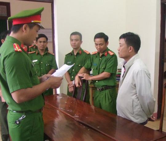 Bắt tạm giam nguyên trưởng phòng trong nhà có 3 khẩu súng - 1