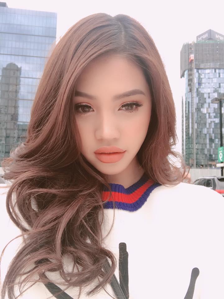 """Tiểu thư """"hội con nhà giàu Việt"""" khoe nội y dưới váy siêu mỏng - 7"""