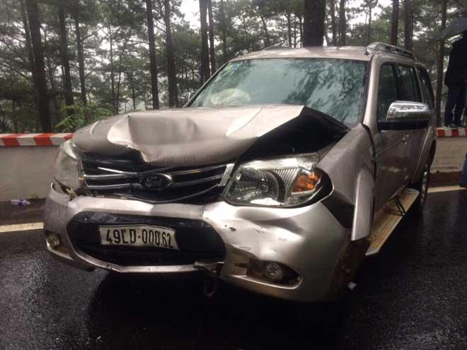 """Đà Lạt: 4 ô tô tông nhau gần """"nhà ma"""" trên đèo Prenn, nhiều người nhập viện - 4"""
